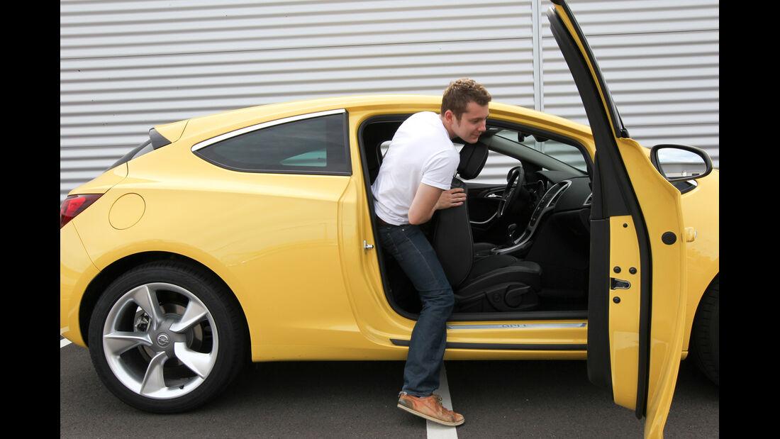 Opel Astra GTC 1.4 Turbo, Einsteigen