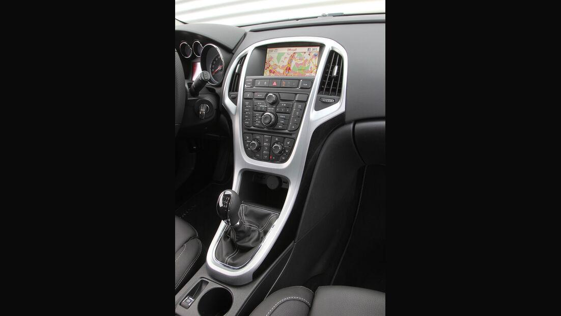 Opel Astra GTC 1.4 Turbo, Mittelkonsole