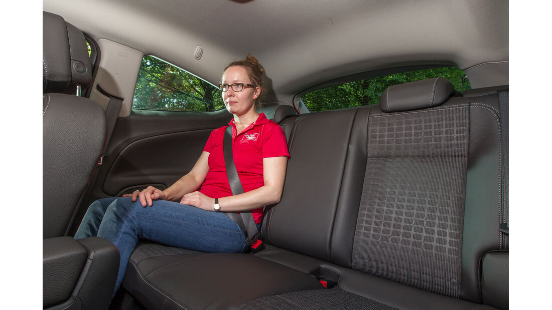 Opel Astra GTC 1.4 Turbo, Rücksitz, Beinfreiheit