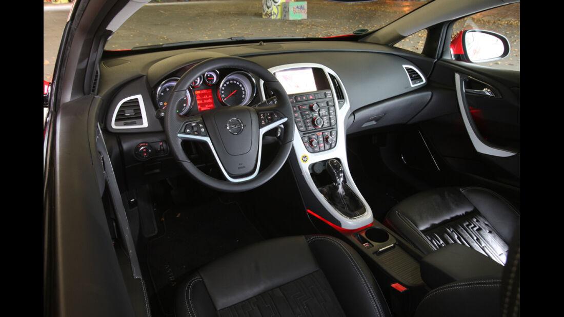 Opel Astra GTC 2.0 CDTi, Cockpit