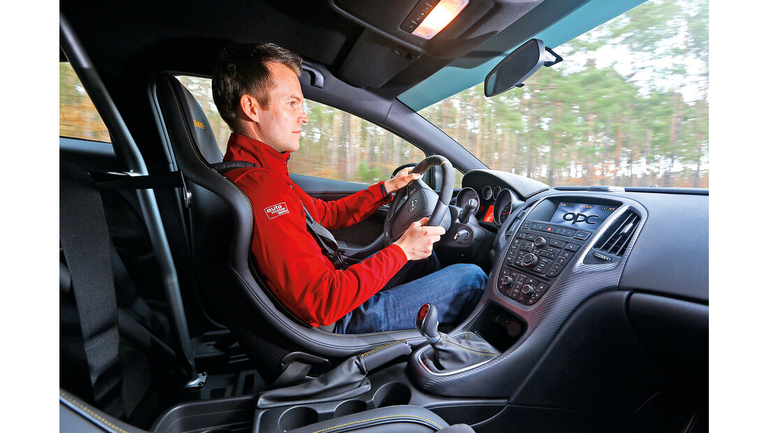 Opel Astra OPC Extreme, Cockpit