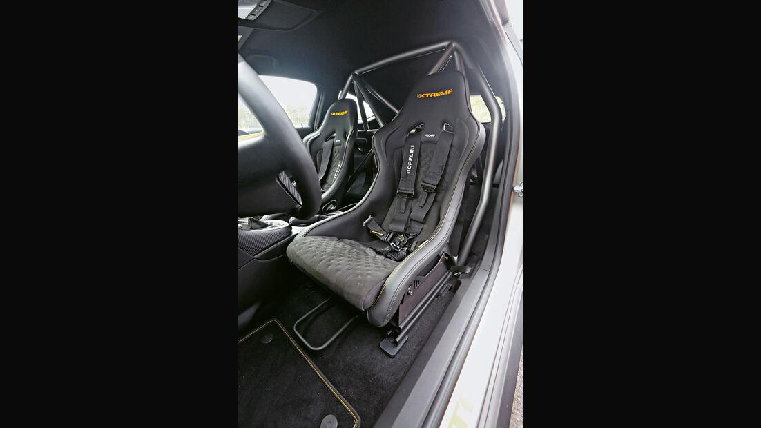 Opel Astra OPC Extreme, Fahrersitz