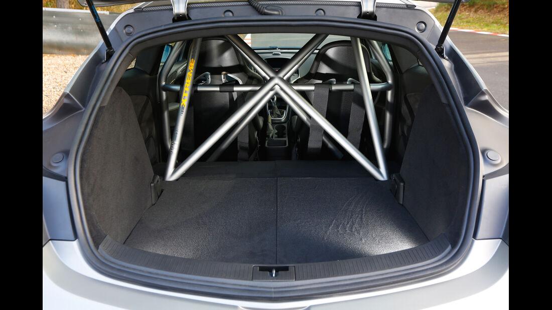 Opel Astra OPC Extreme, Überrollkäfig