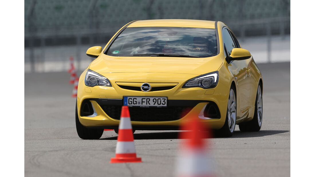 Opel Astra OPC, Frontansicht Slalom
