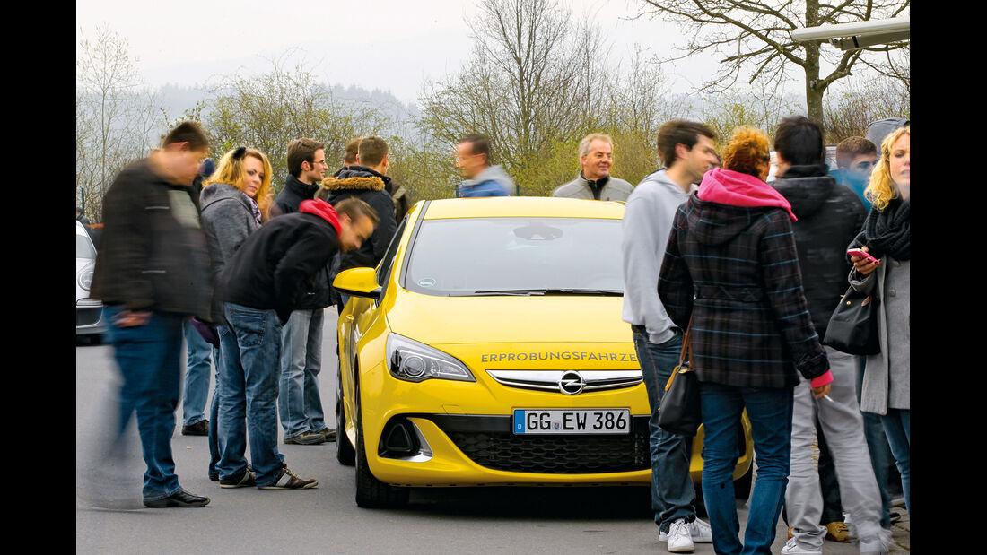 Opel Astra OPC, Frontansicht, Zuschauer