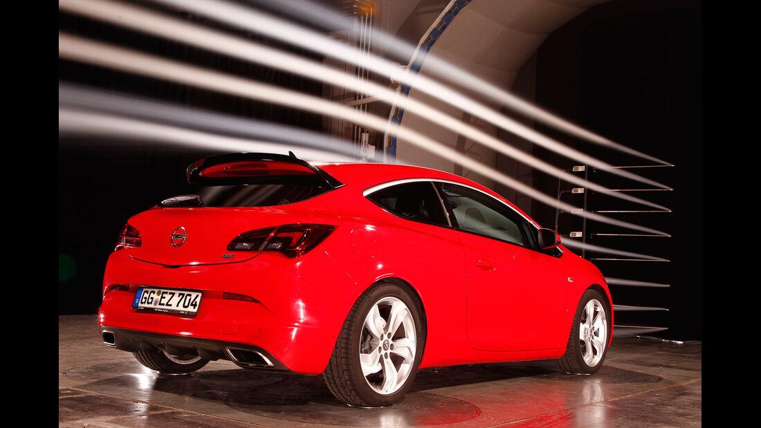 Opel Astra OPC, Heckansicht, Windkanal