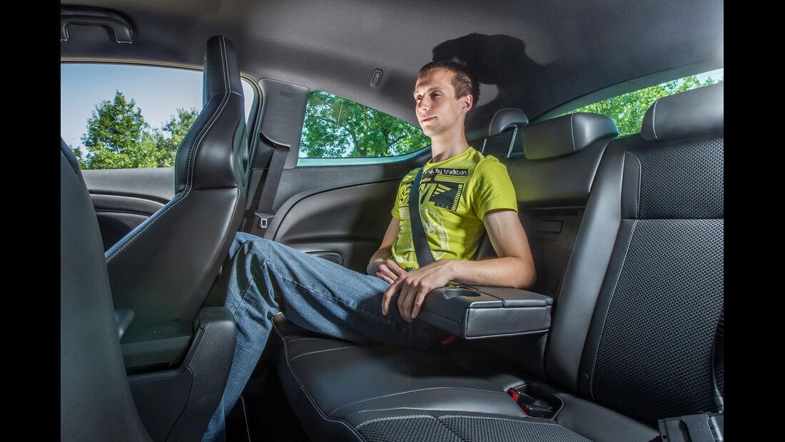 Opel Astra OPC, Rücksitz, Armlehne