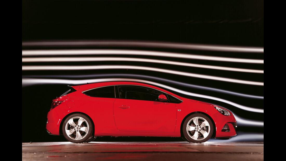 Opel Astra OPC, Seitenansicht, Windkanal