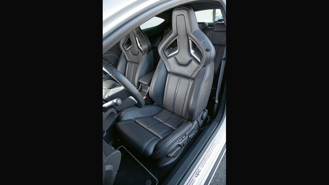 Opel Astra OPC, Sitze
