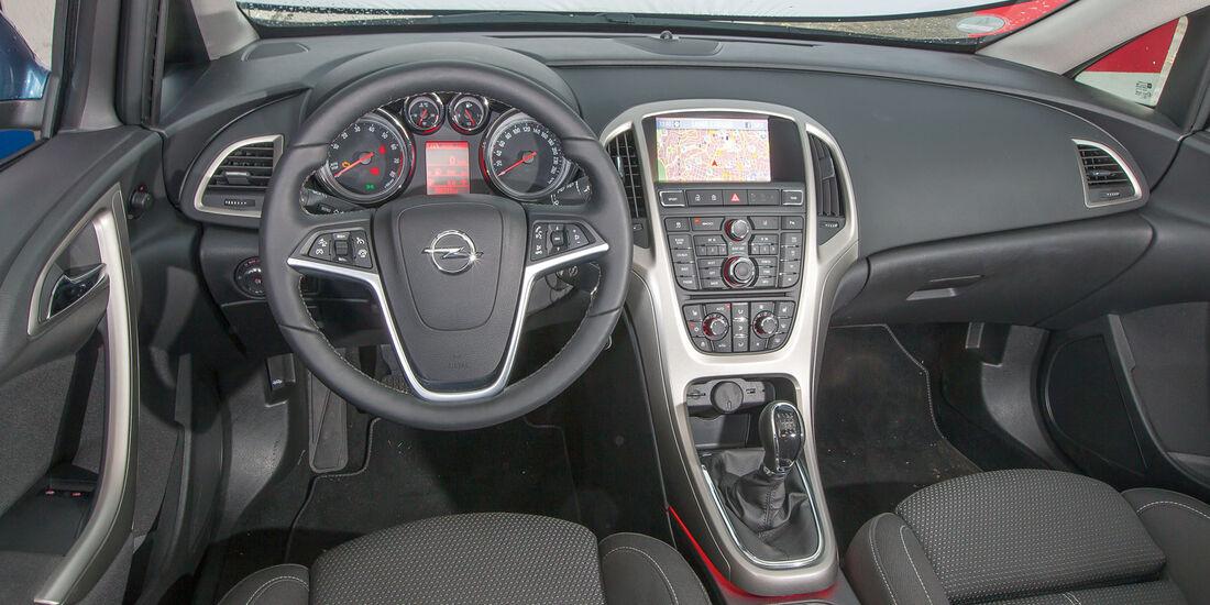 Opel Astra Sports Tourer 1.4 Turbo, Cockpit, Lenkrad