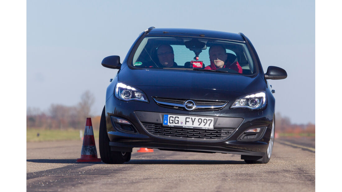 Opel Astra Sports Tourer 1.6 CDTI, Frontansicht, Slalom