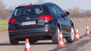 Opel Astra Sports Tourer 1.6 CDTI ecoFLEX Energy, Heckansicht, Slalom