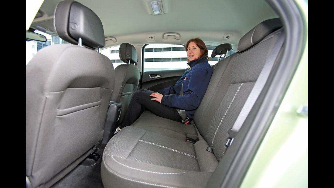 Opel Astra Sports Tourer 1.7 CDTi Ecoflex Edition, Rücksitz, Beinfreiheit