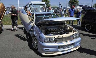 Opel Astra mit Flügeltüren