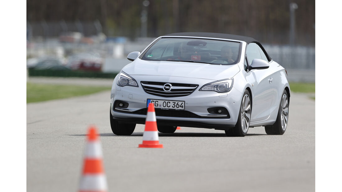 Opel Cascada 1.6 Turbo SIDI Turbo, Frontansicht, Slalom