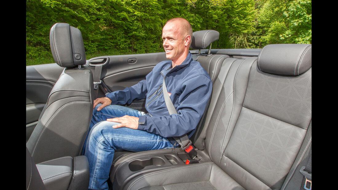 Opel Cascada 2.0 BiTurbo CDTi, Rücksitz, Beinfreiheit