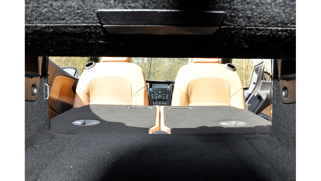 Opel Cascada, Kofferraum, Durchreiche
