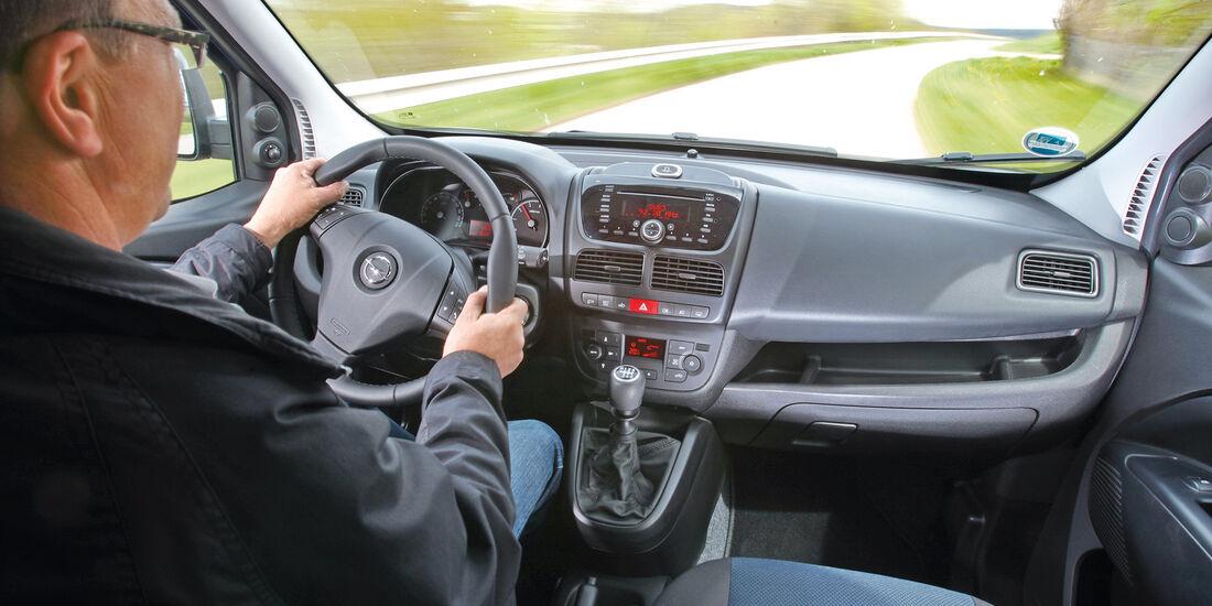 Opel Combo 1.4 Turbo CNG, Cockpit, Lenkrad