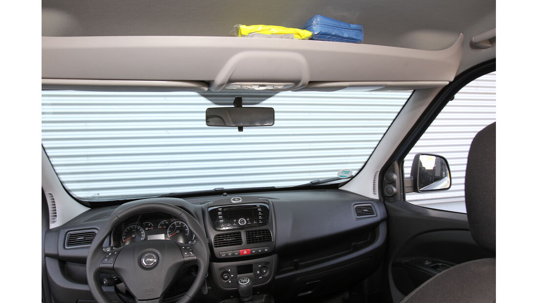 Opel Combo 1.6 CDTi, Ablage, Frontscheibe