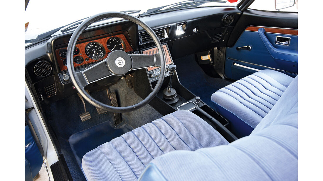 Opel Commodore, Lenkrad, Cockpit