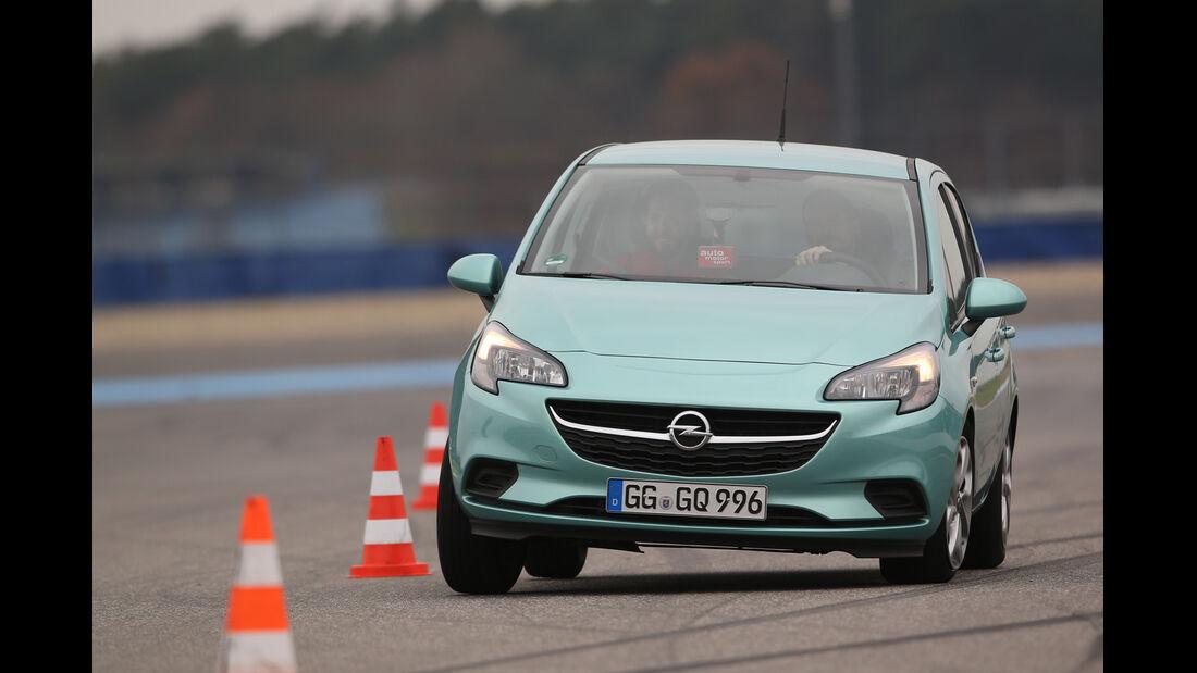 Opel Corsa 1.0 Turbo, Frontansicht, Slalom