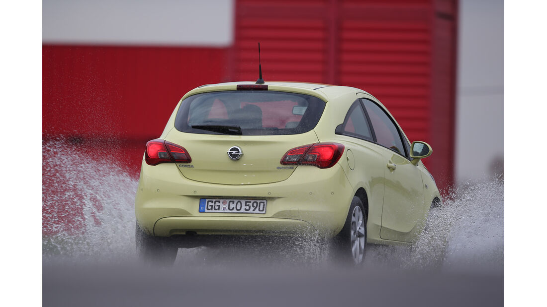 Opel Corsa 1.3 CDTI, Heckansicht, Wasserdurchfahrt