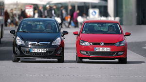 Opel Corsa 1.3 CDTi ECOFLEX, VW Polo 1.6 TDI BMT, beide Fahrzeuge, Frontansicht