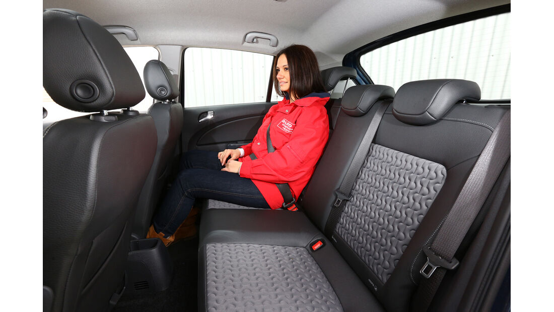 Opel Corsa 1.4 Innovation, Rücksitz, Beinfreiheit