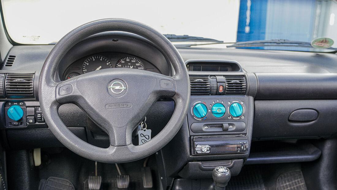 Opel Corsa B (1993-2000), Cockpit