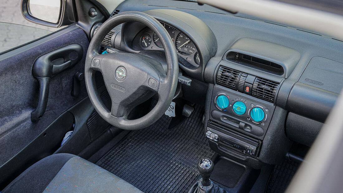 Opel Corsa B (1993-2000), Innenraum, Cockpit