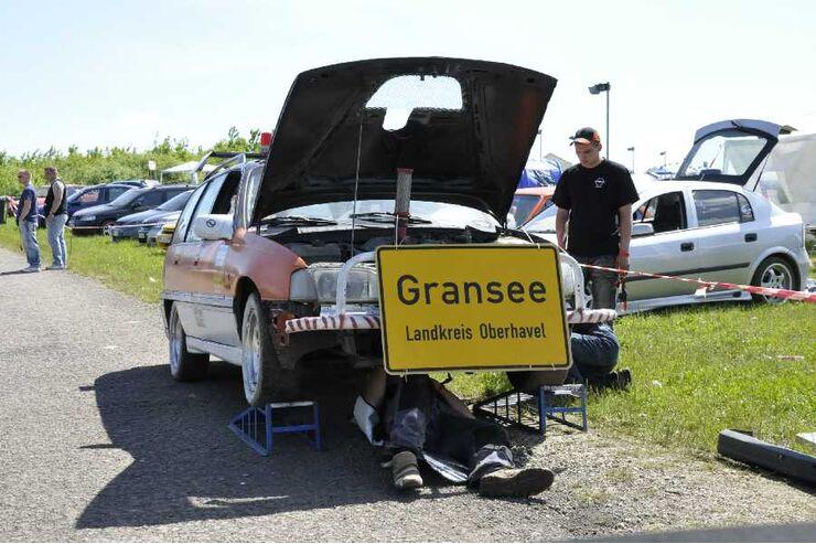 Opel-Fans im Kofferraum