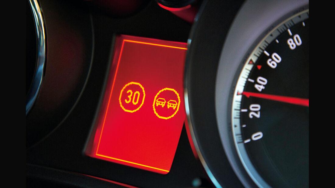 Opel Insignia 2.0 CDTi Biturbo Edition, Abstandsregetemponat
