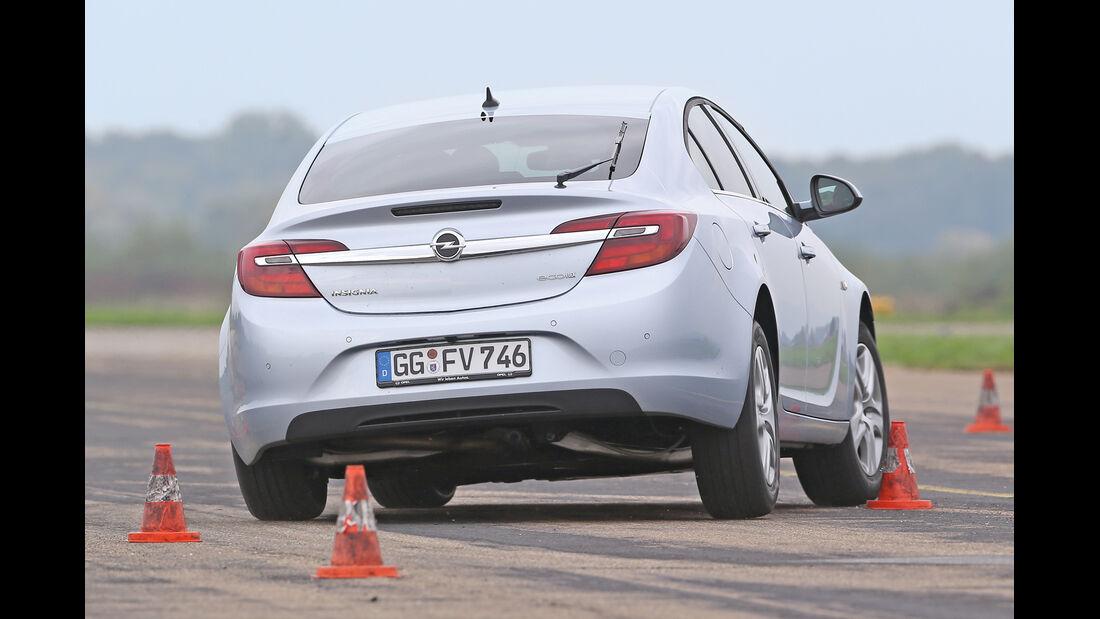 Opel Insignia 2.0 CDTi, Heckansicht, Slalom