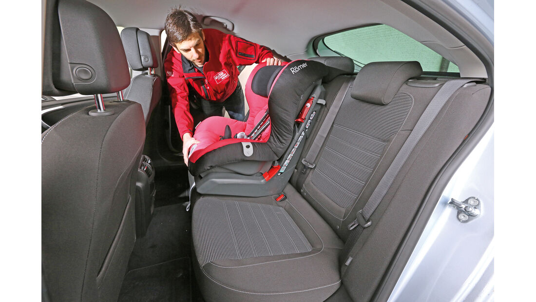 Opel Insignia 2.0 CDTi, Rücksitze, Kindersitz