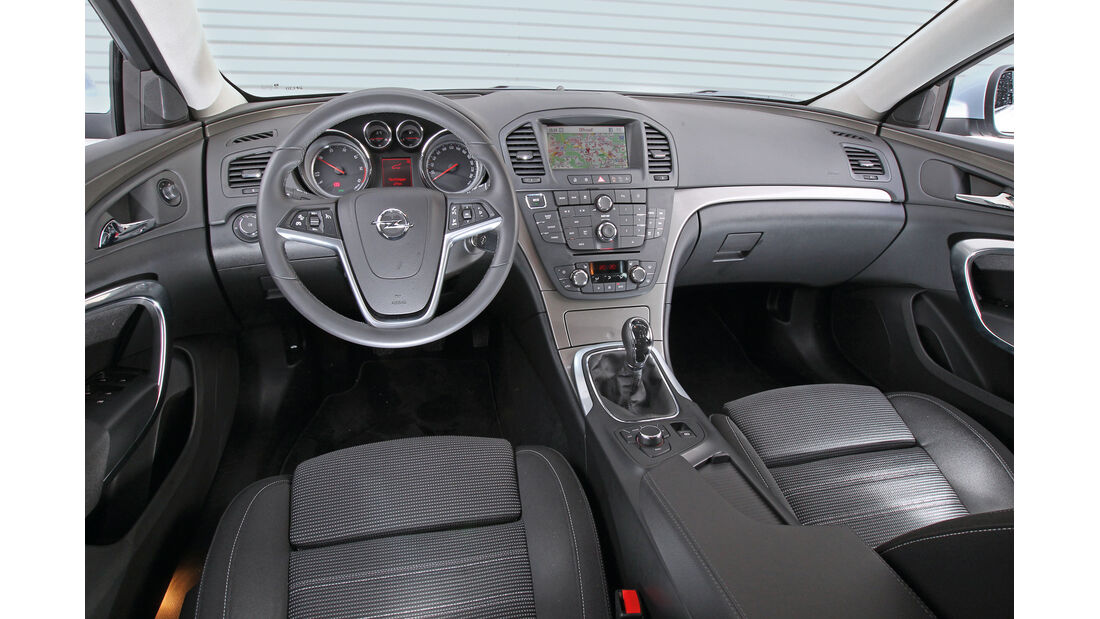 Opel Insignia Sports Tourer 2.0 BiTurbo, Lenkrad, Cockpit