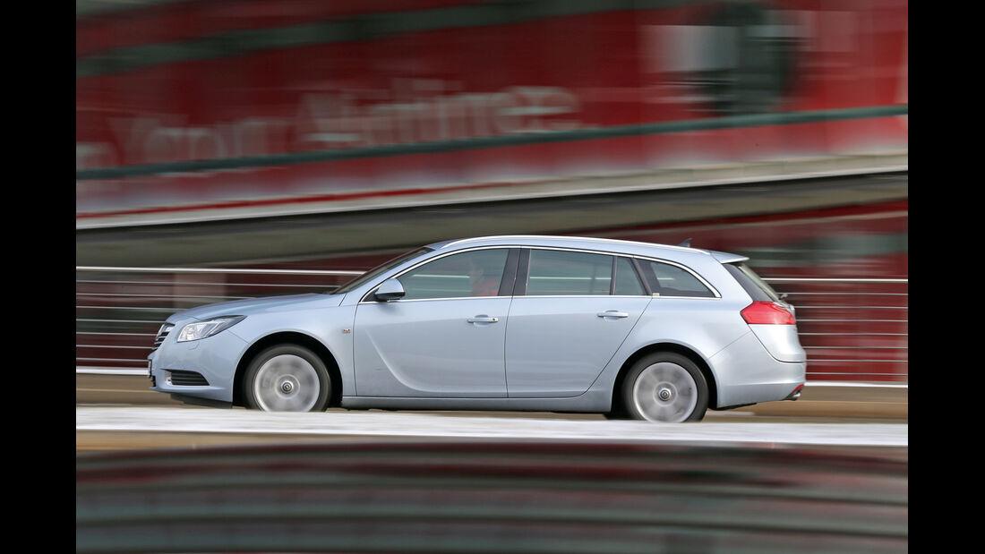 Opel Insignia Sports Tourer 2.0 BiTurbo, Seitenansicht