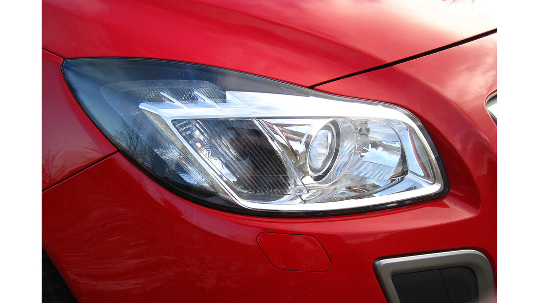 Opel Insignia Sports Tourer OPC, Frontscheinwerfer