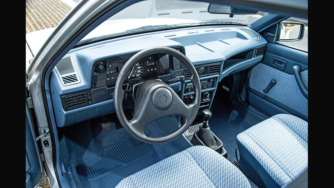 Opel Kadett 1.6i, Cockpit