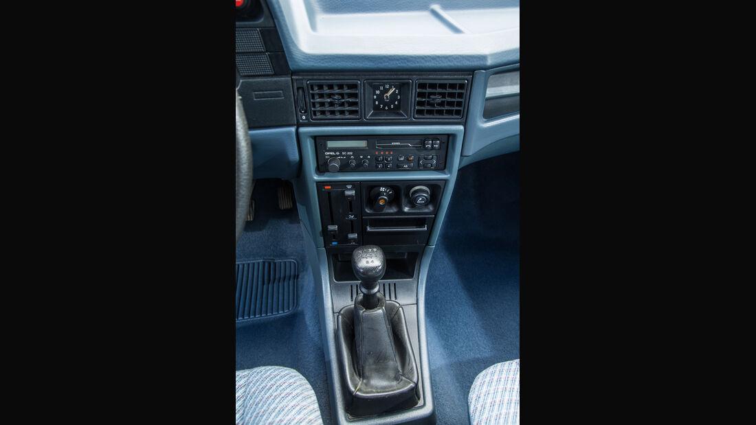Opel Kadett 1.6i, Mittelkonsole