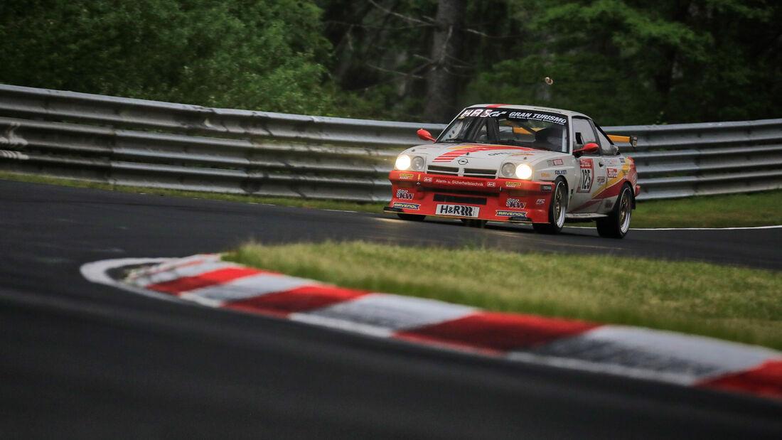 Opel Manta - AvD - Startnummer #125 - 24h-Rennen Nürburgring - Nürburgring-Nordschleife - 5. Juni 2021