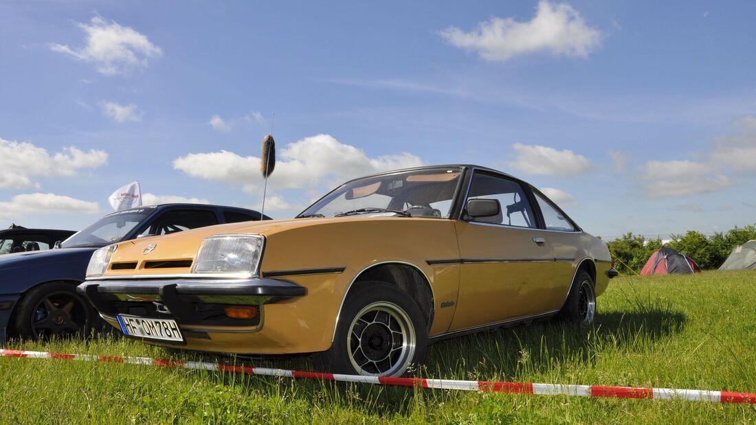 Opel Manta B schräg von vorne
