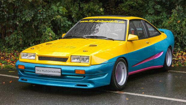 Opel Manta (Manta B mit Mattig Breitbau Tuning Kit, Baujahr 1983, Filmauto aus Manta Manta, Farbe: Gelb/Blau). Presseter