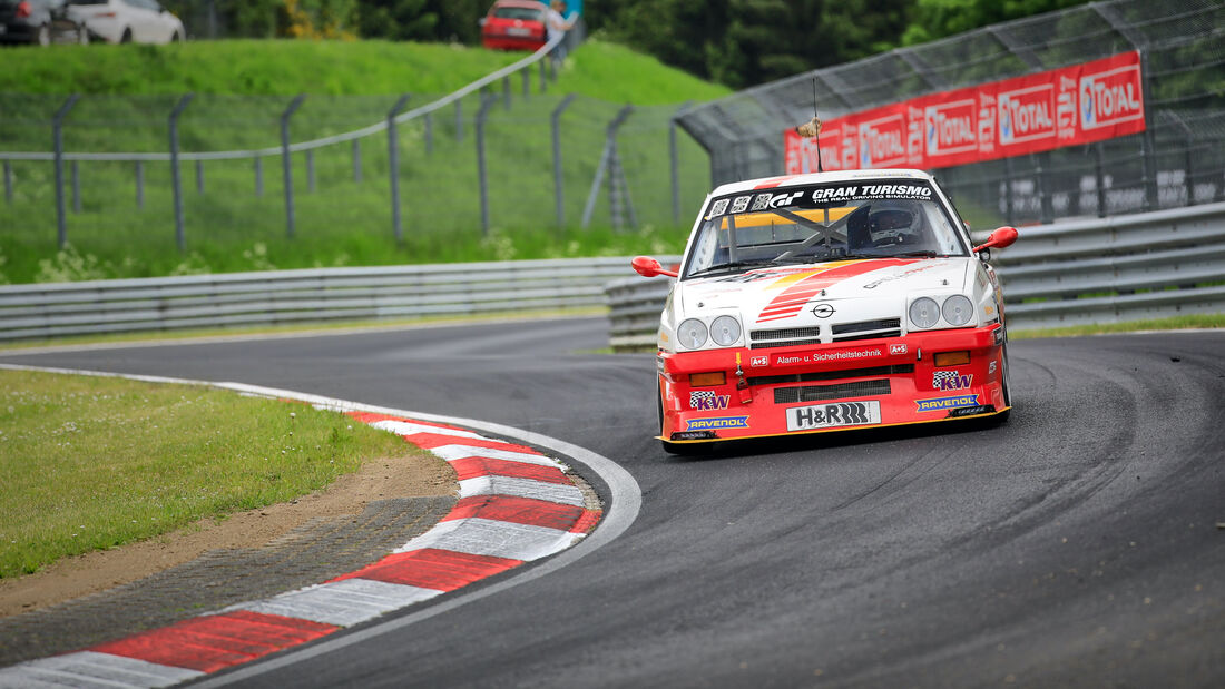 Opel Manta - Startnummer  125 - 24h Rennen Nürburgring - Nürburgring-Nordschleife - 3. Juni 2021