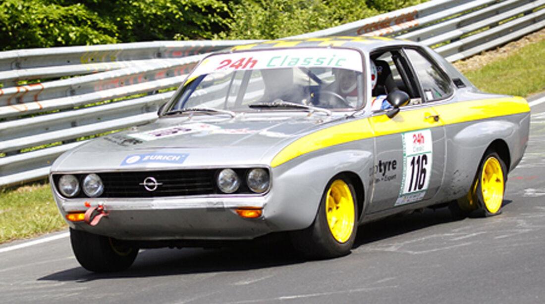 Opel Manta auf der Rennstrecke