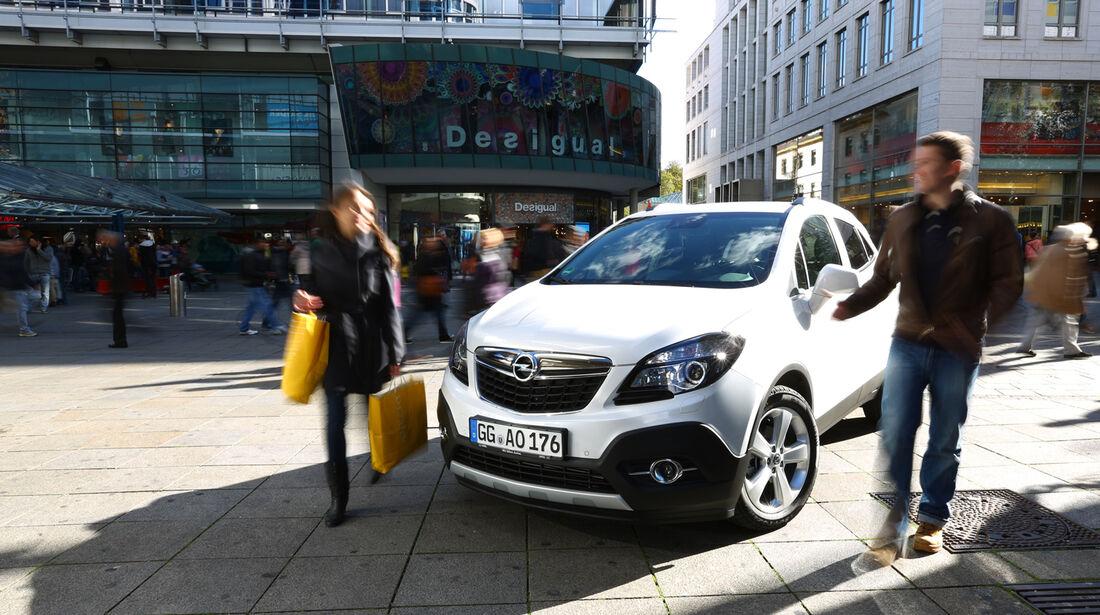Opel Mokka 1.4 Turbo 4x4, Frontansicht, Einkautstraße