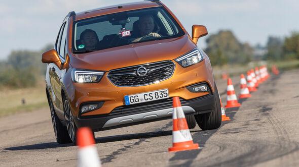 Opel Mokka X 1.6 CDTI 4x4, Frontansicht, Slalom