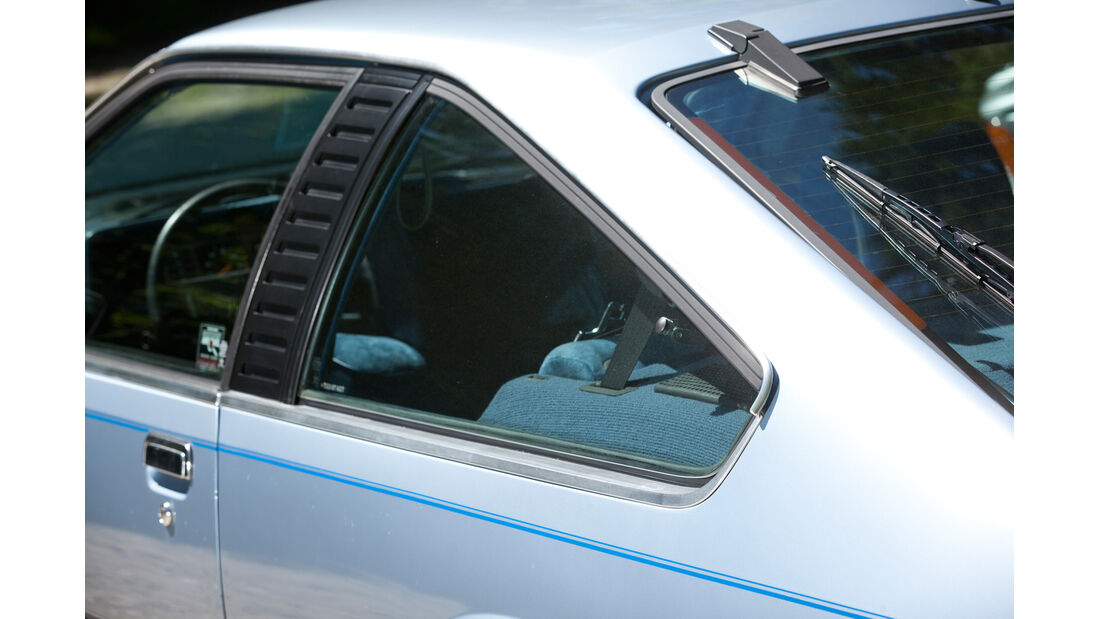 Opel Monza 3.0 E, Seitenfenster