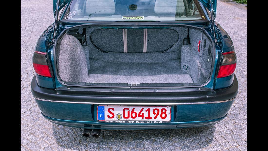 Opel Omega B Mv6, Kofferraum