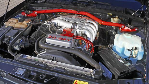 Opel Omega Evolution 500, Motorraum