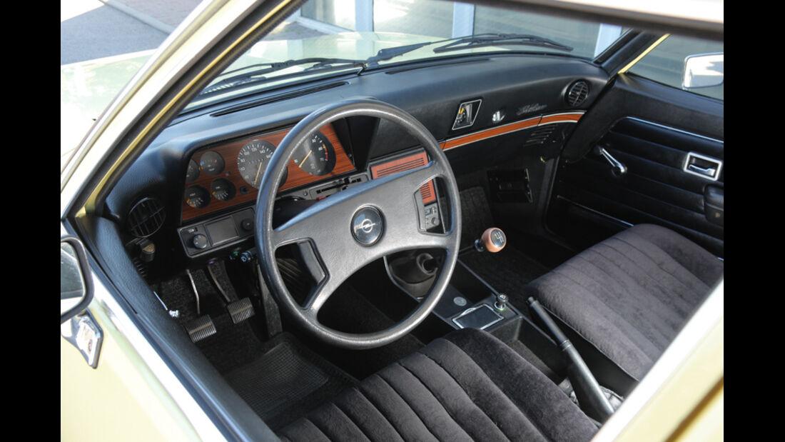 Opel Record 2000 Berlina, Cockpit